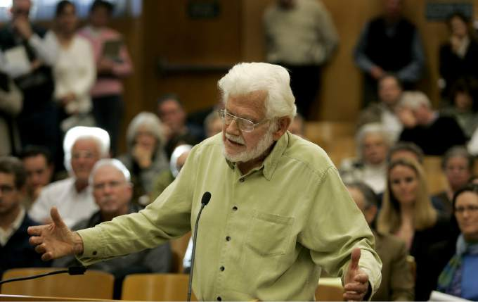 Bill Kortum addresses th Sonoma County Board of Supervisors in 2009